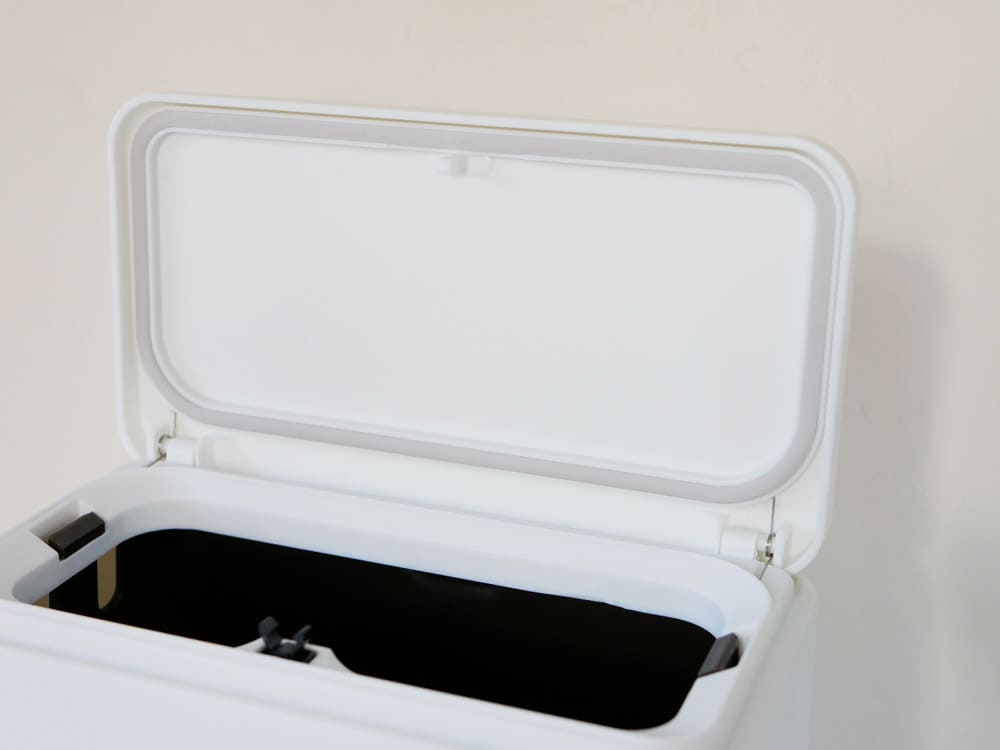 ひなたライフのシリコン付きゴミ箱