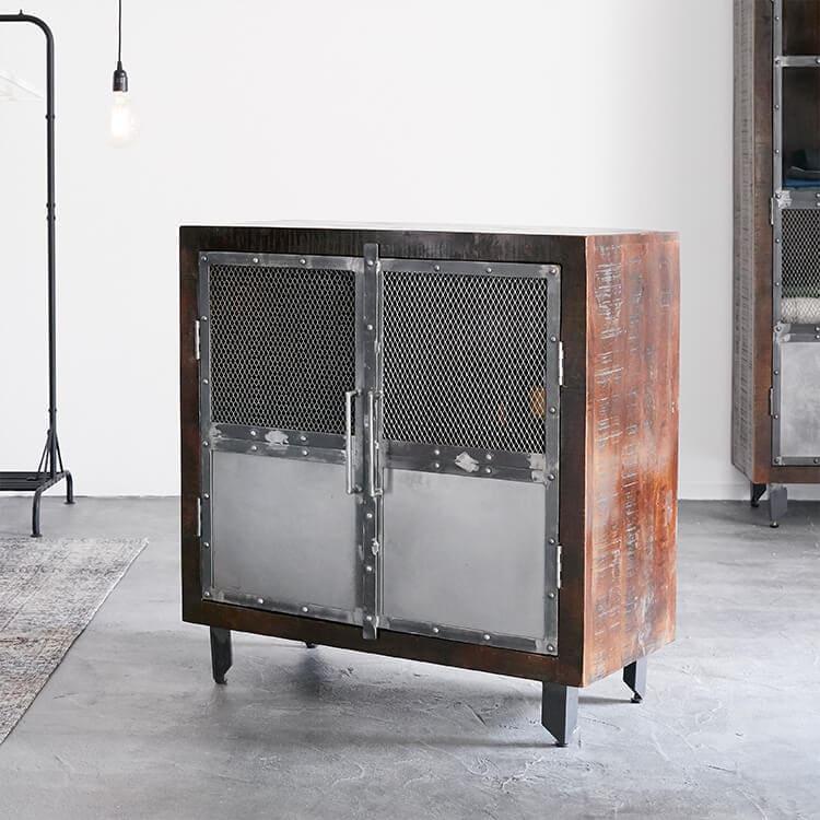 ヴィンテージインテリアは鉄製と木製のコラボ