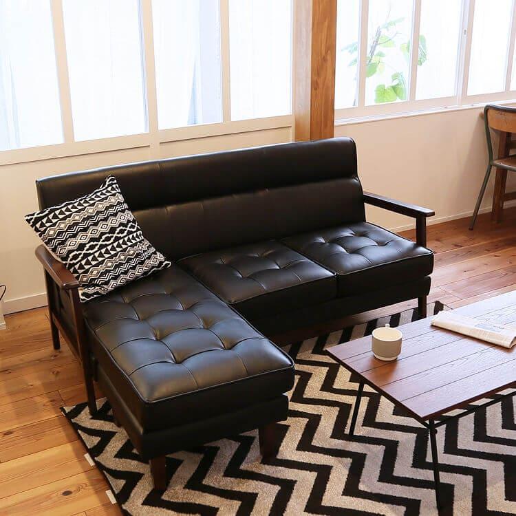 LOWYAのソファはシンプル