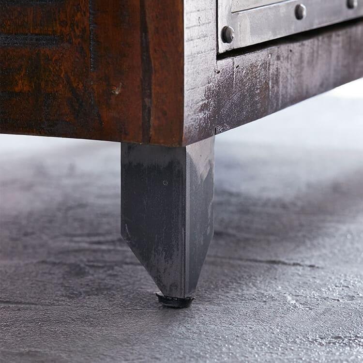 ヴィンテージインテリアの鉄製の脚