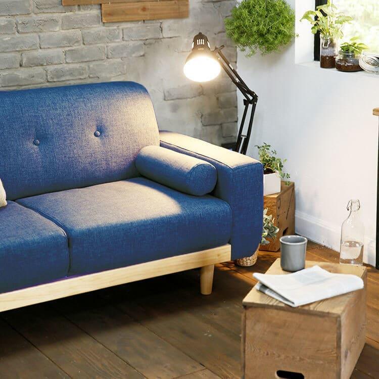LOWYAのソファは木目がかわいい