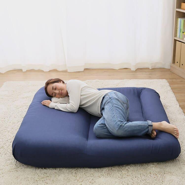 LOWYAのあぐらソファはベッド代わりになる