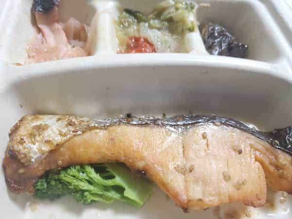 nosh(ナッシュ)鮭のごま風味焼き